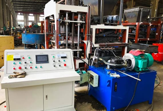 https://www.block-machine.net/wp-content/uploads/2019/06/2-Automatic-Brick-Making-Machine-PLC-Conctrol-1.jpg