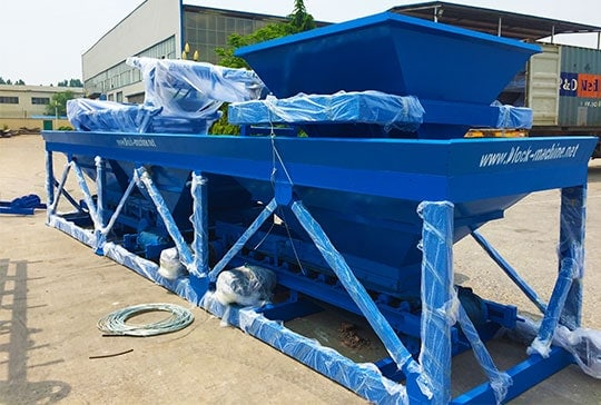 https://www.block-machine.net/wp-content/uploads/2019/06/2-lontto-interlocking-brick-machine-batching-plant-1.jpg