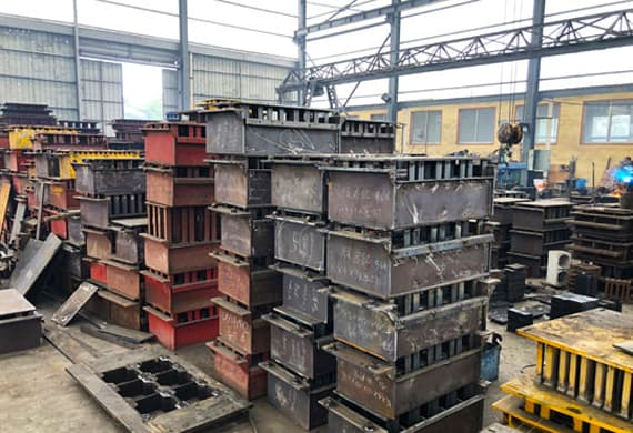 https://www.block-machine.net/wp-content/uploads/2019/06/5-Automatic-Brick-Making-Machine-Block-Mould-1.jpg