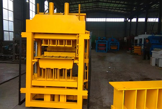 https://www.block-machine.net/wp-content/uploads/2019/06/Clay-Brick-Making-Machine-Factory-2.jpg