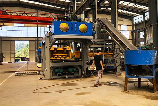 https://www.block-machine.net/wp-content/uploads/2019/06/Hydraulic-Brick-Making-Machine-Factory-5.jpg